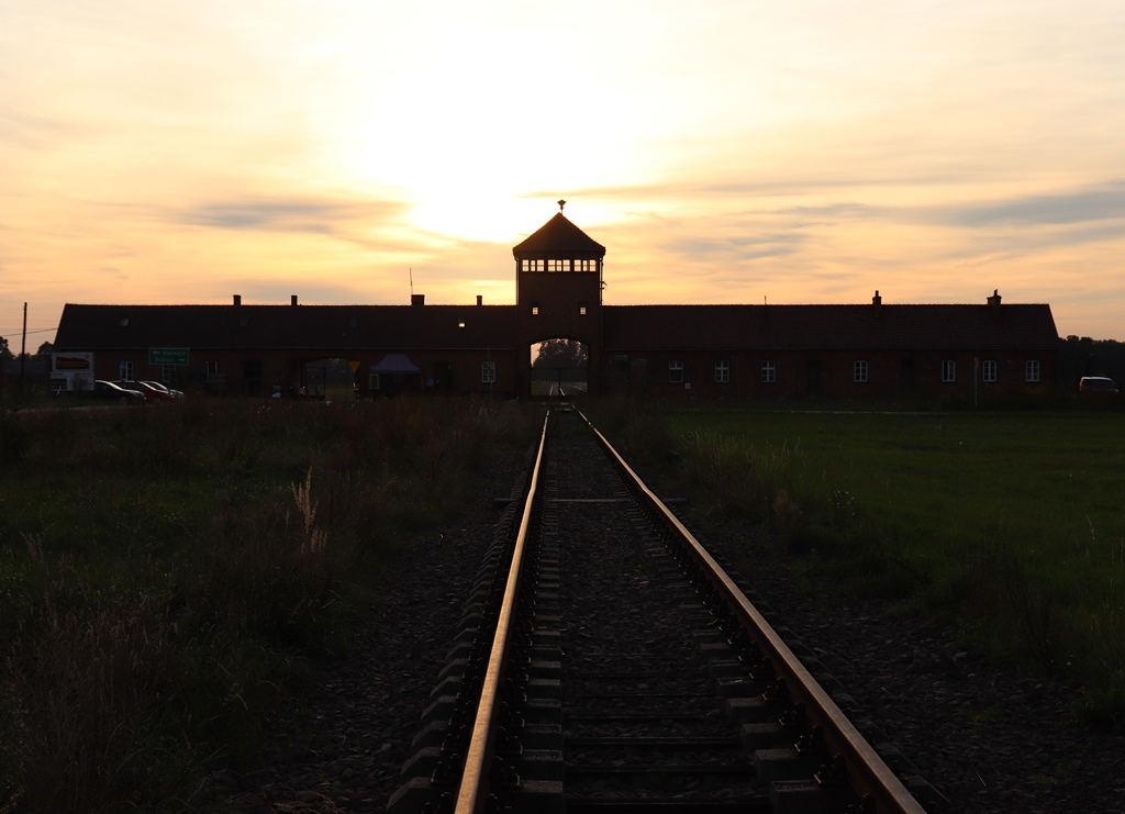 Auschwitz-Birkenau Haupttor in Birkenau